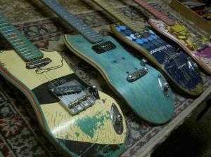 Guitarra-com-shape-de-skate-1