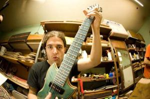 Guitarra-com-shape-de-skate-3